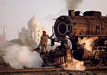 Steve McCurry − Photographs from the East